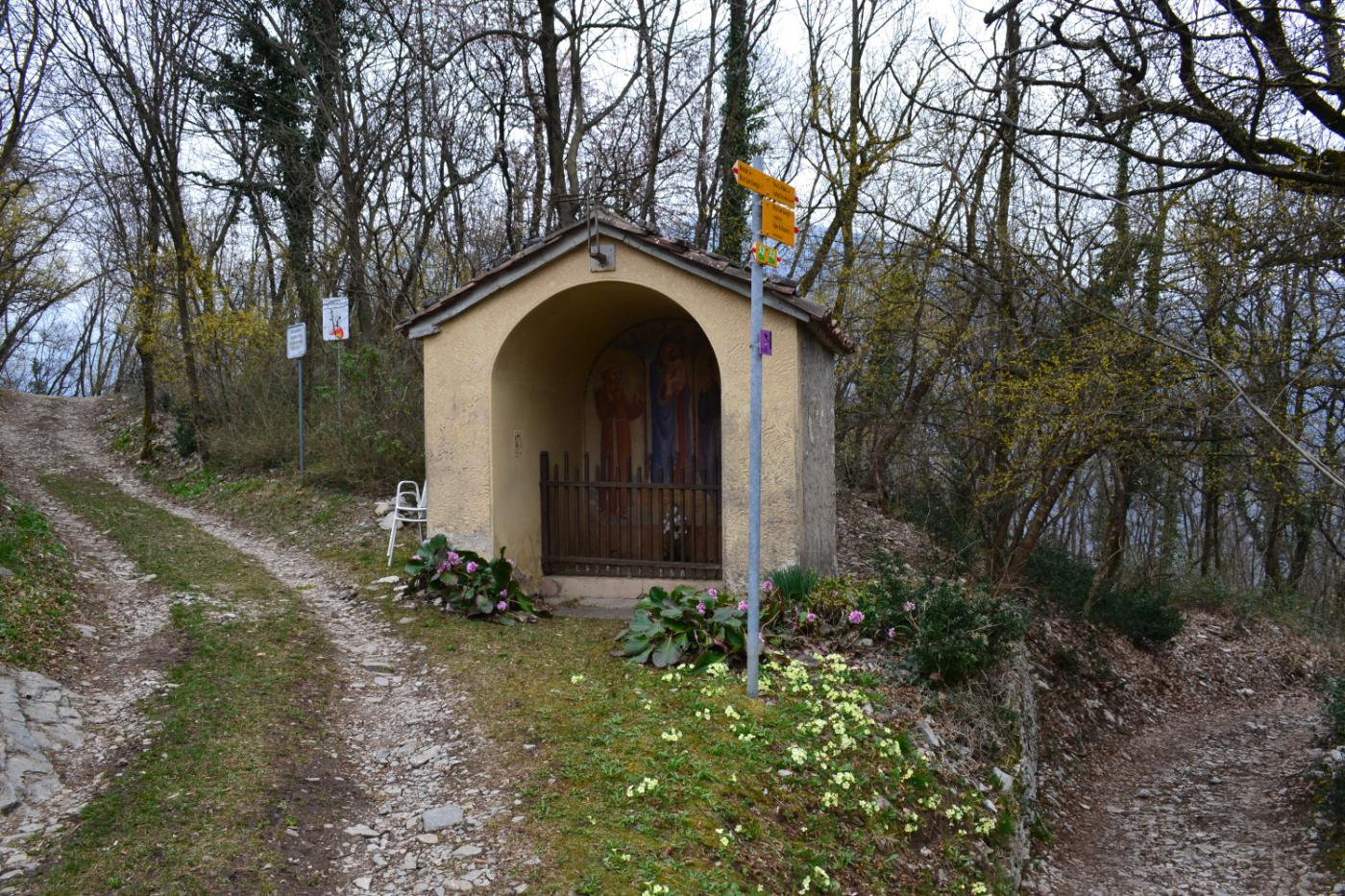 cappella di San Antonio in corrispondenza del bivio per Riva San Vitale