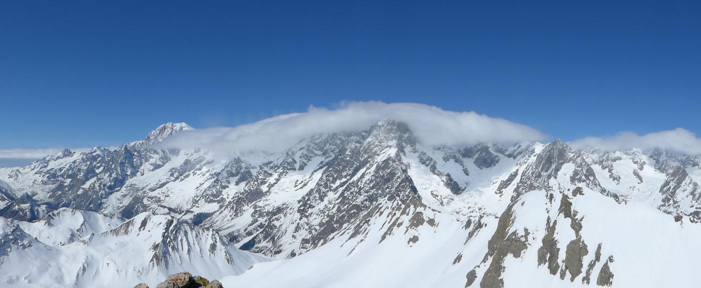 Bianco e G. Jorasses dietro al nuvolone