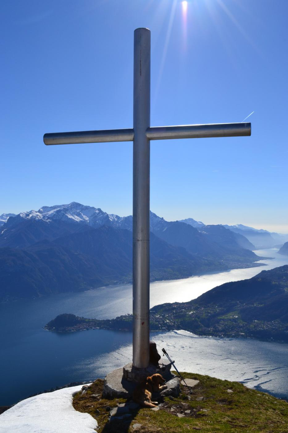 l'enorme croce sulla vetta del Monte Crocione