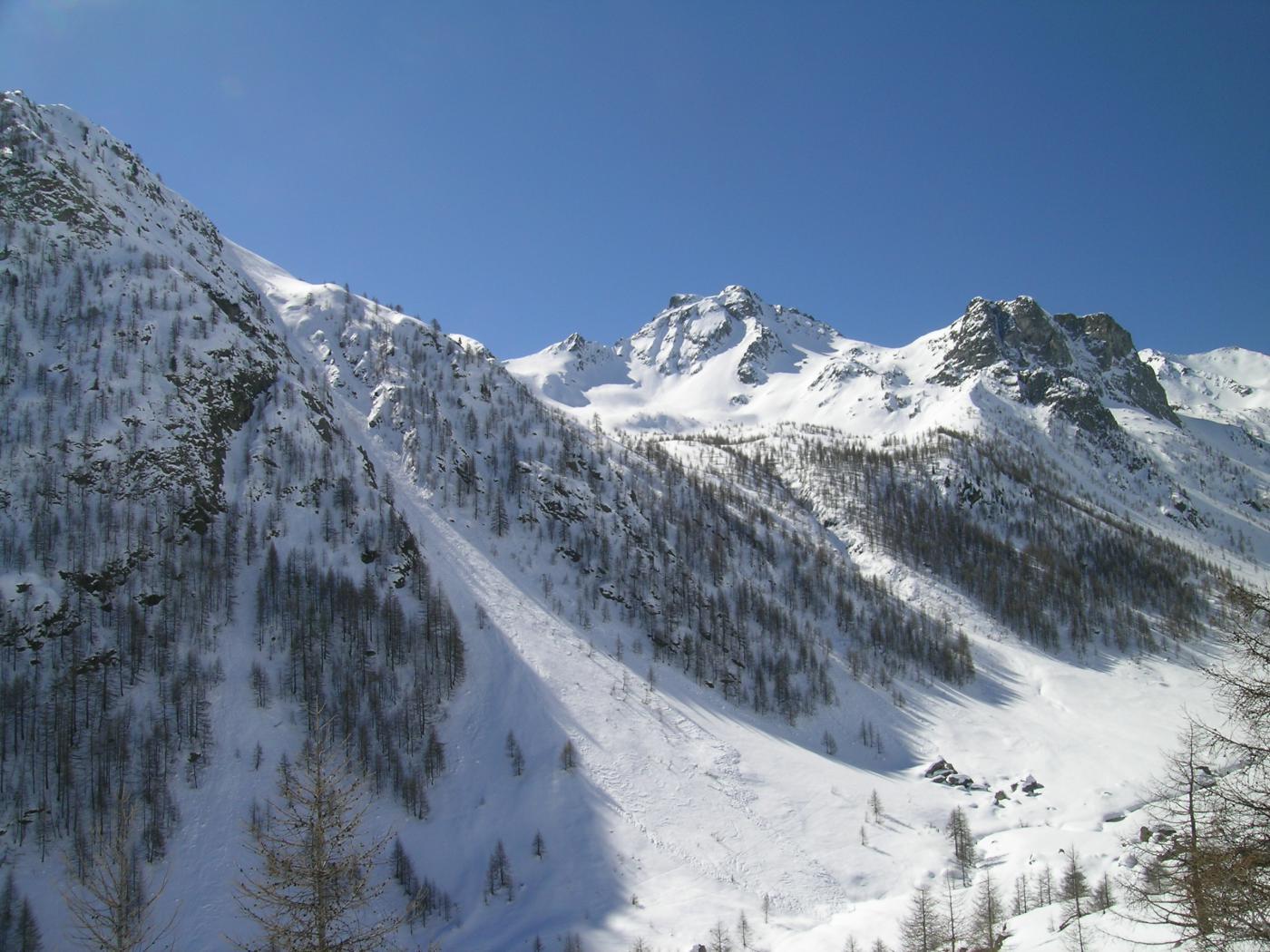 La parte alta del vallone Forneris con in basso i prati di S.Lorenzo