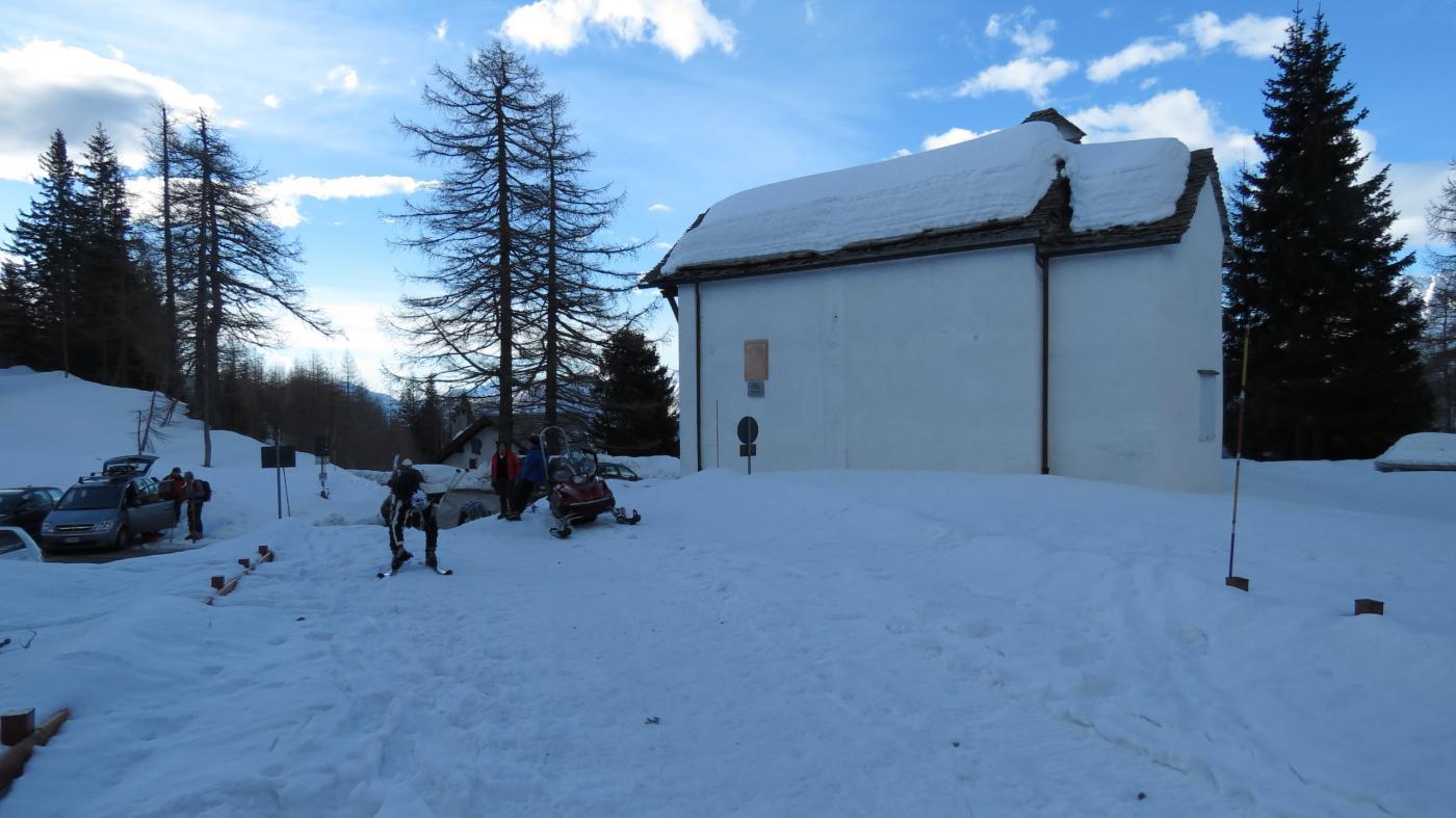 la chiesetta di San Bernardo, punto di partenza della salita al Pioltone