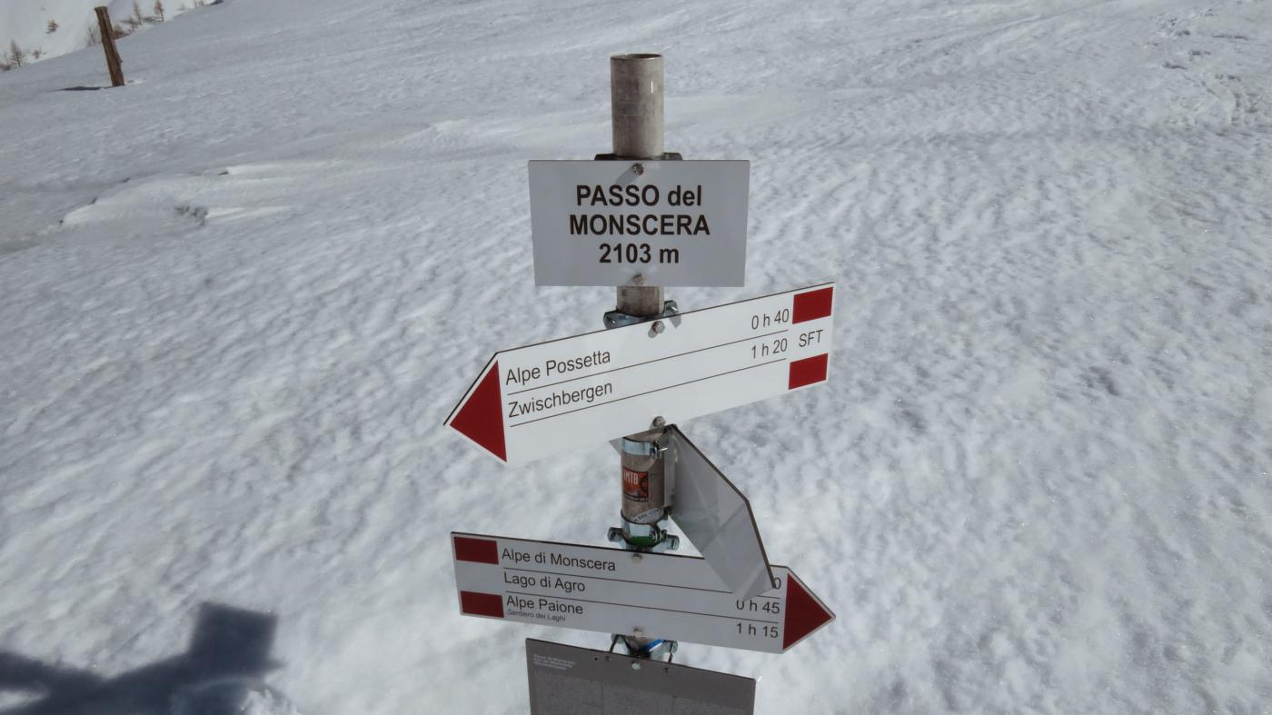 cartelli indicatori al Passo Monscera