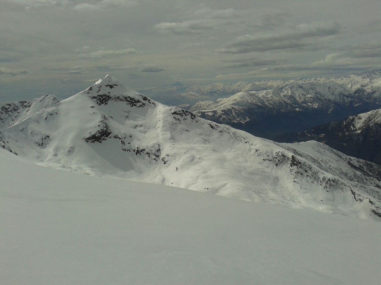 il lato b della Quinseina, affollata in questi giorni...visto dalla cima