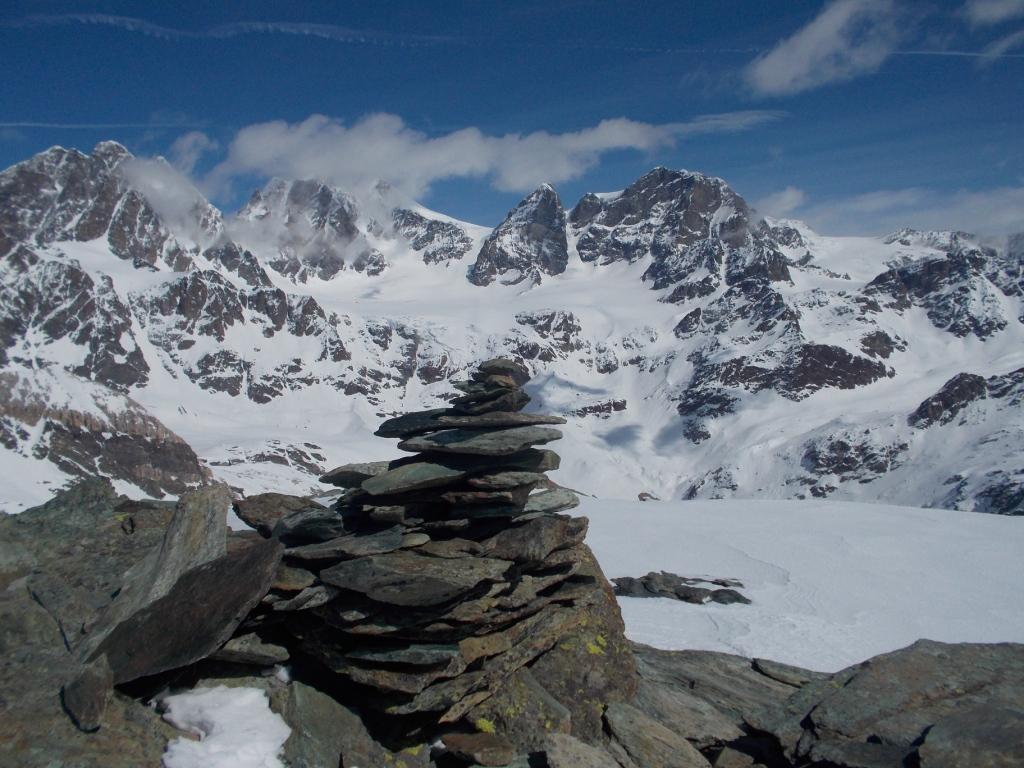 Sulla cima guardando da sx: Roseg, Scerscen e Bernina tra le nuvole, Cresta Guzza e Argent