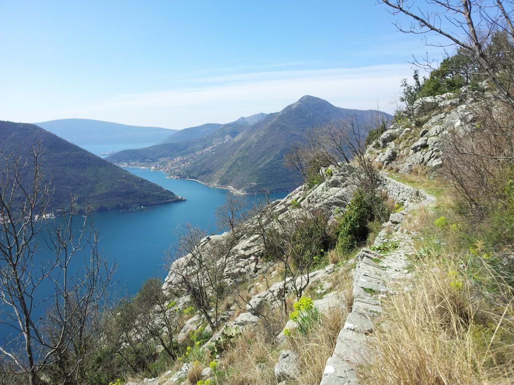vista sullo stretto Lepetane/Kamenari dal percorso