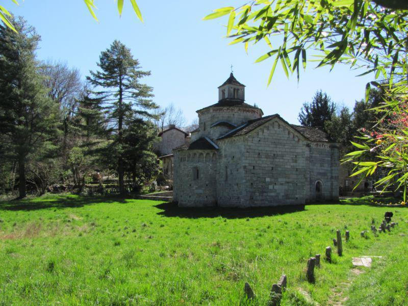 Chiesa romanica di San Giovanni Battista a Montorfano