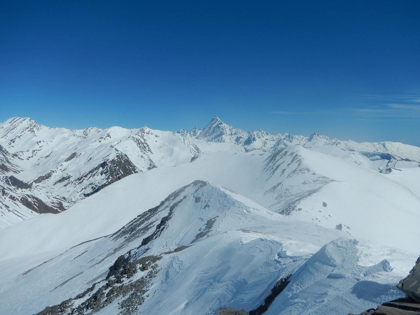 dalla cima: vista verso la Val Varaita ed  il Monviso