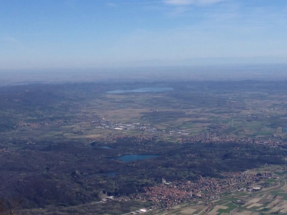 Panorama verso Sud: sullo sfondo il lago di Viverone