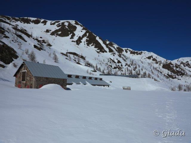 Alcuni rifugi del Santuario sommersi dalla neve