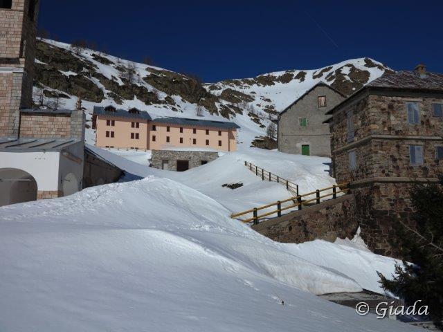 Le strutture del Santuario tra la neve