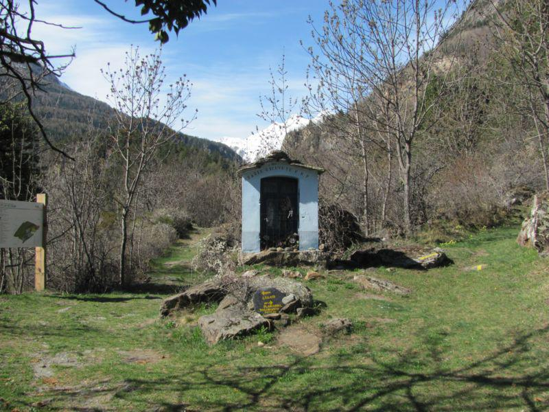 Cappelletta votiva nei pressi del lago Lolair