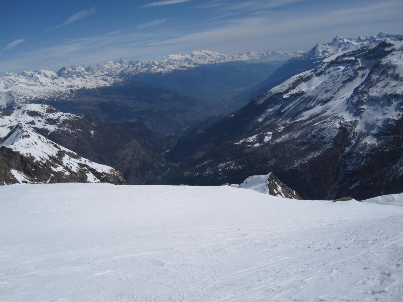 in discesa verso il centro della val d'Aosta