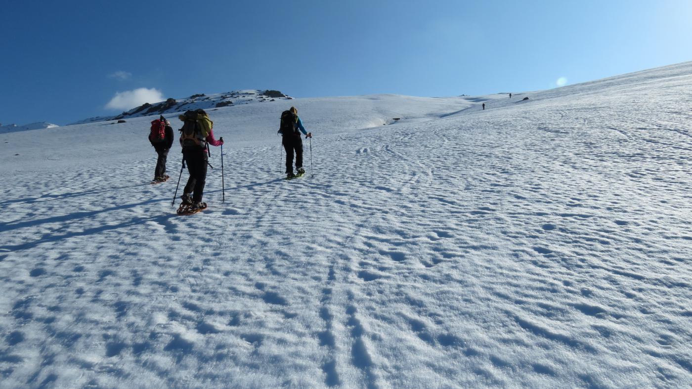 salendo lungo i bei pendii del versante SO del Monte Cappel