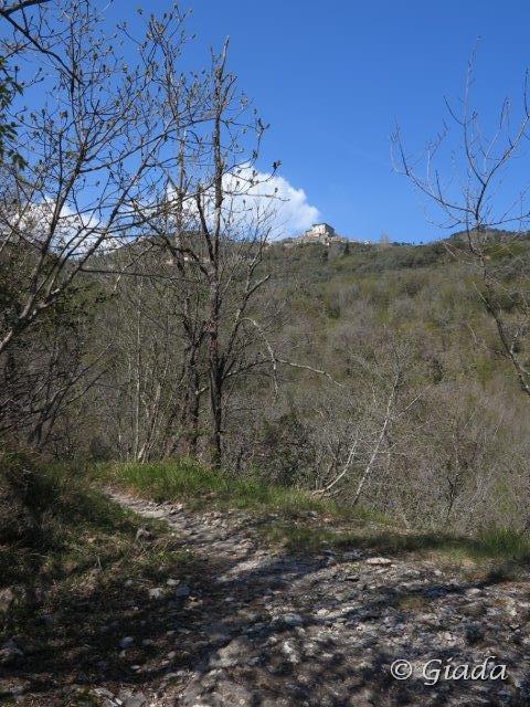 Il castello dei Del Carretto domina tutto il percorso