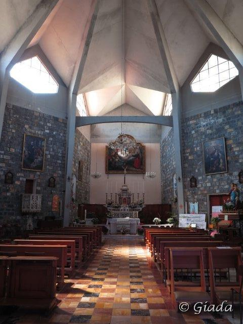 La curiosa forma della chiesa di Sant'Andrea