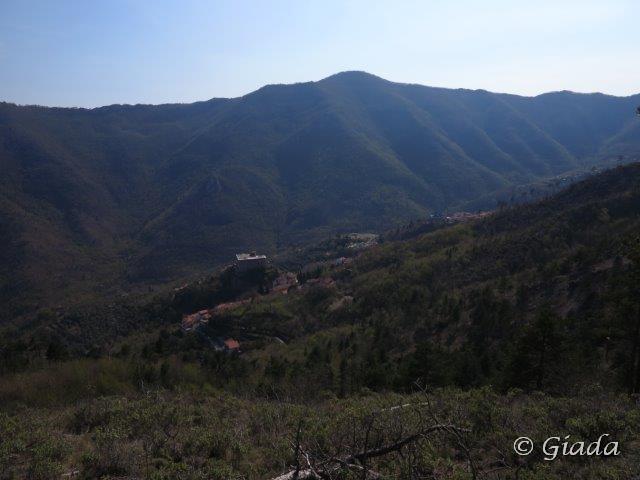 La valle col sottostante castello di Balestrino
