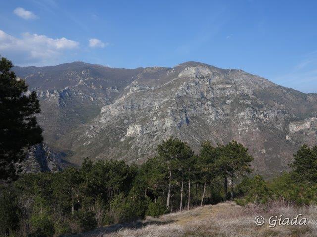 San Pietro ai Monti,Ravinet, Carmo dal crinale percorso