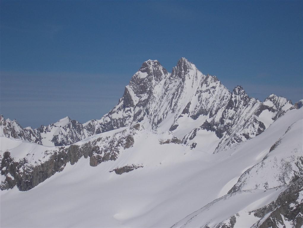 Schreckhorn e Lauteraarhorn