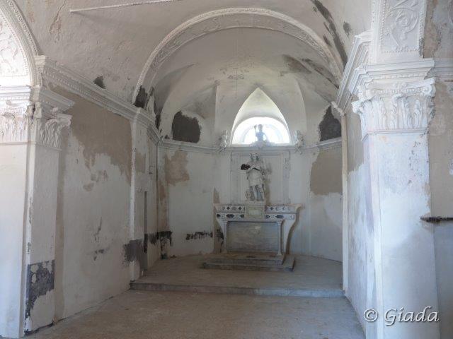 Interno della chiesetta di San Calogero