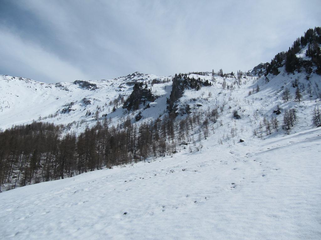 vista della vetta e, sulla destra nella foto, il termine del canalone nord