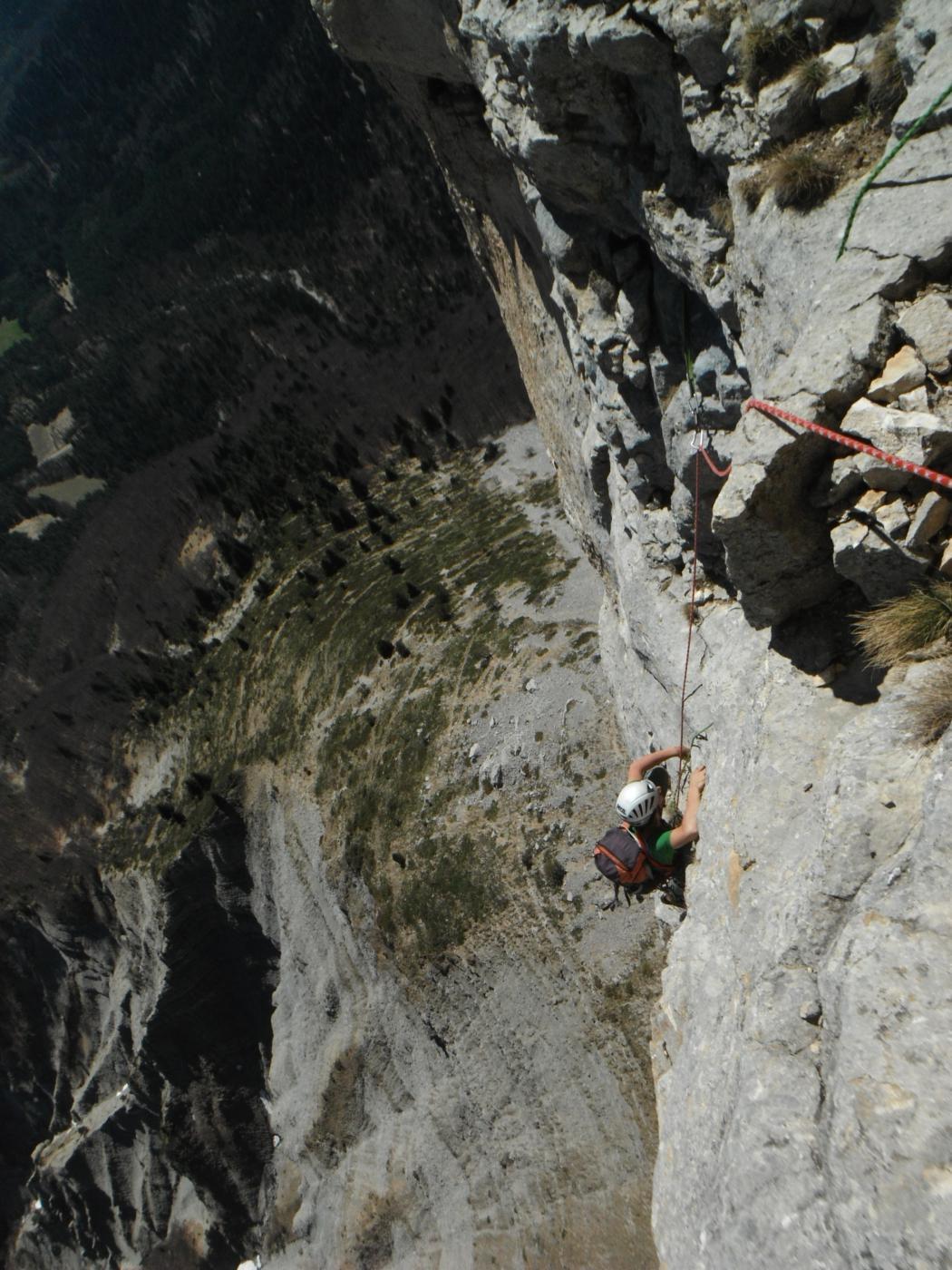 uscita di placca a buchi di L8, ottima roccia