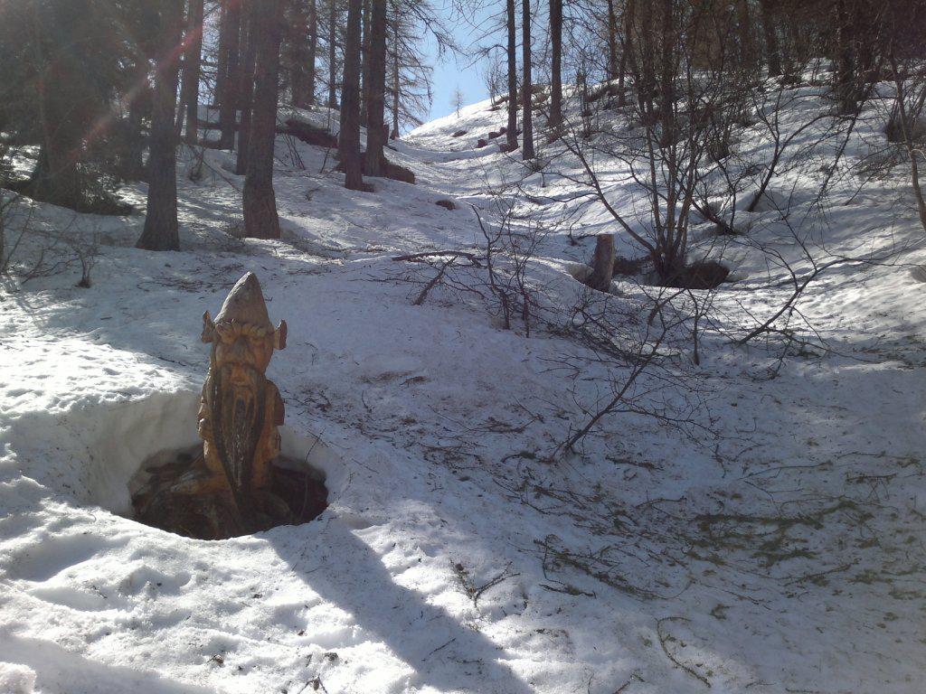 il canalino del gnomo con neve sfondosa