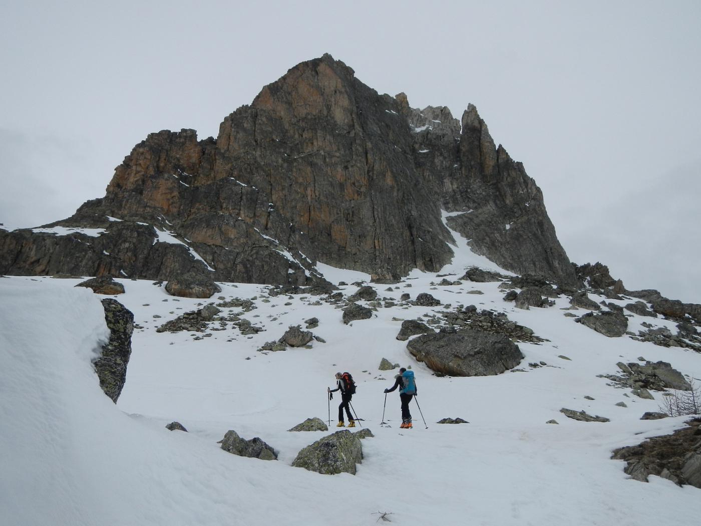 il verticale versante roccioso dell'Aguille Large