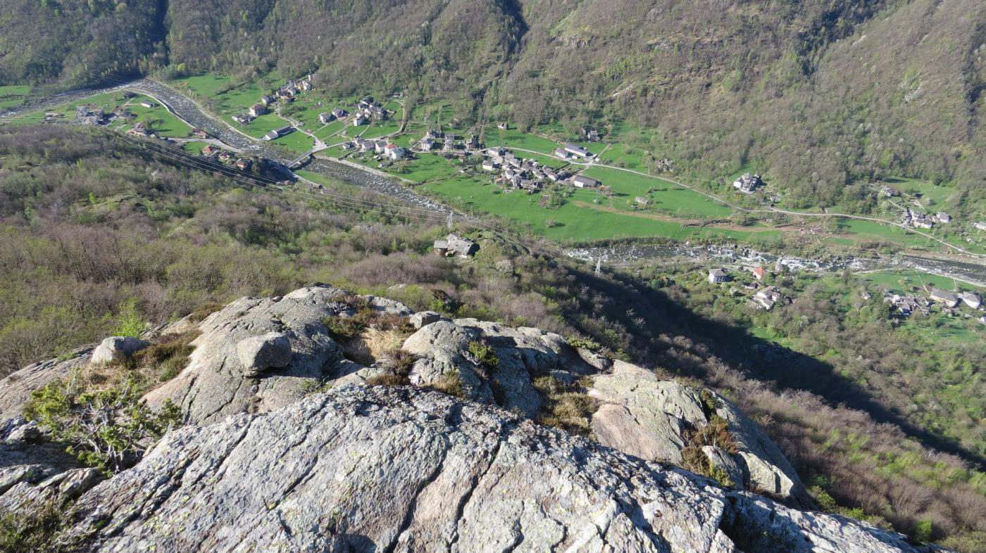 Panorama su Pratolungo, dal Bric di Scialva