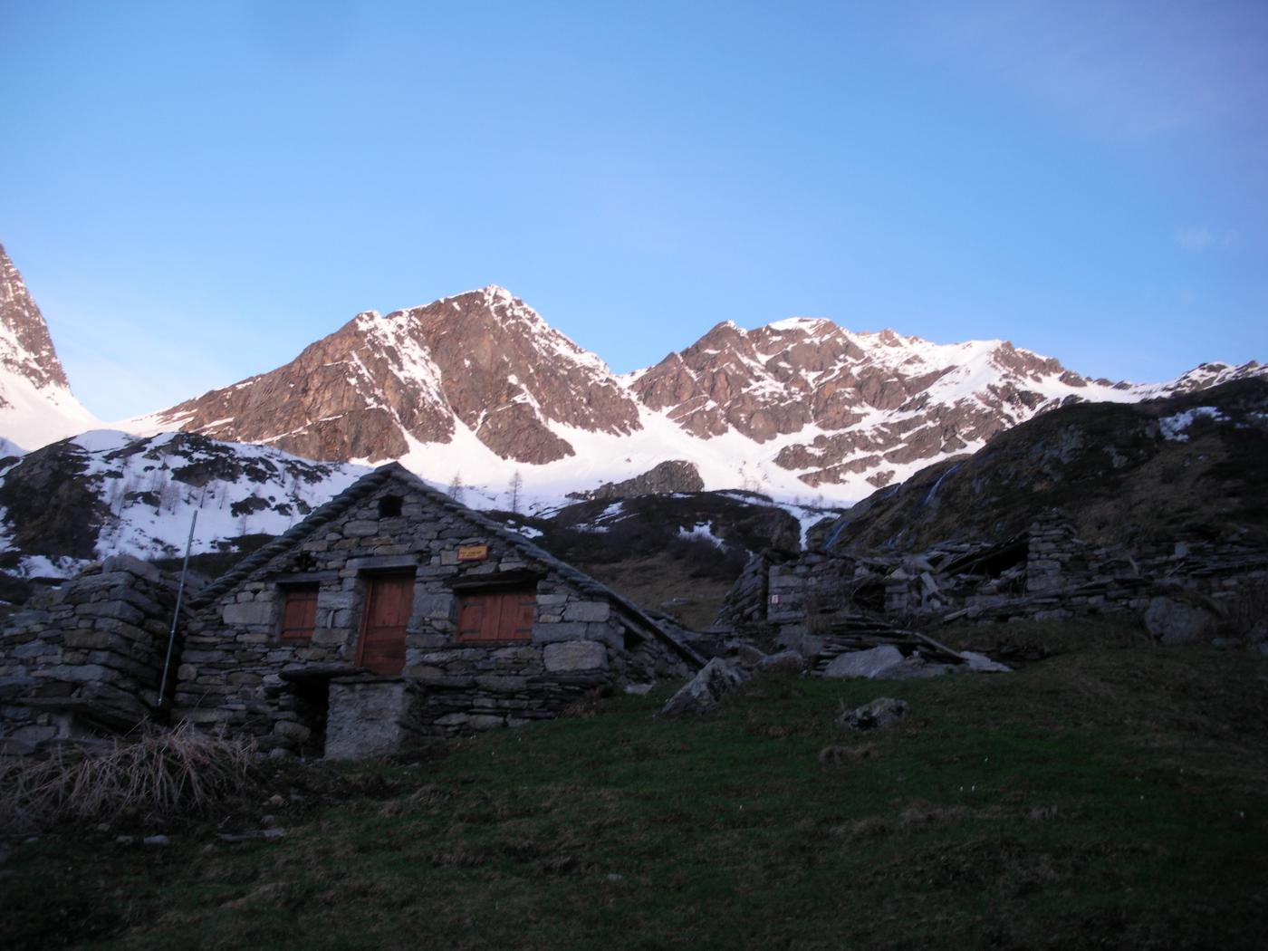 Il Piglimo' dalle alpi Lanciole..al mattino..