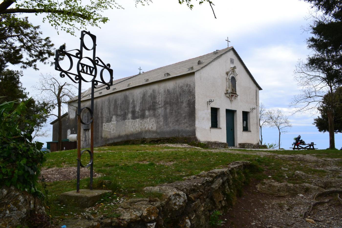 il Santuario di Santa Croce sulla cima del monte