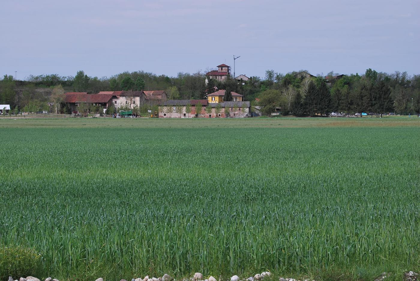 Torre Mandelli dal Naviglio Sforzesco