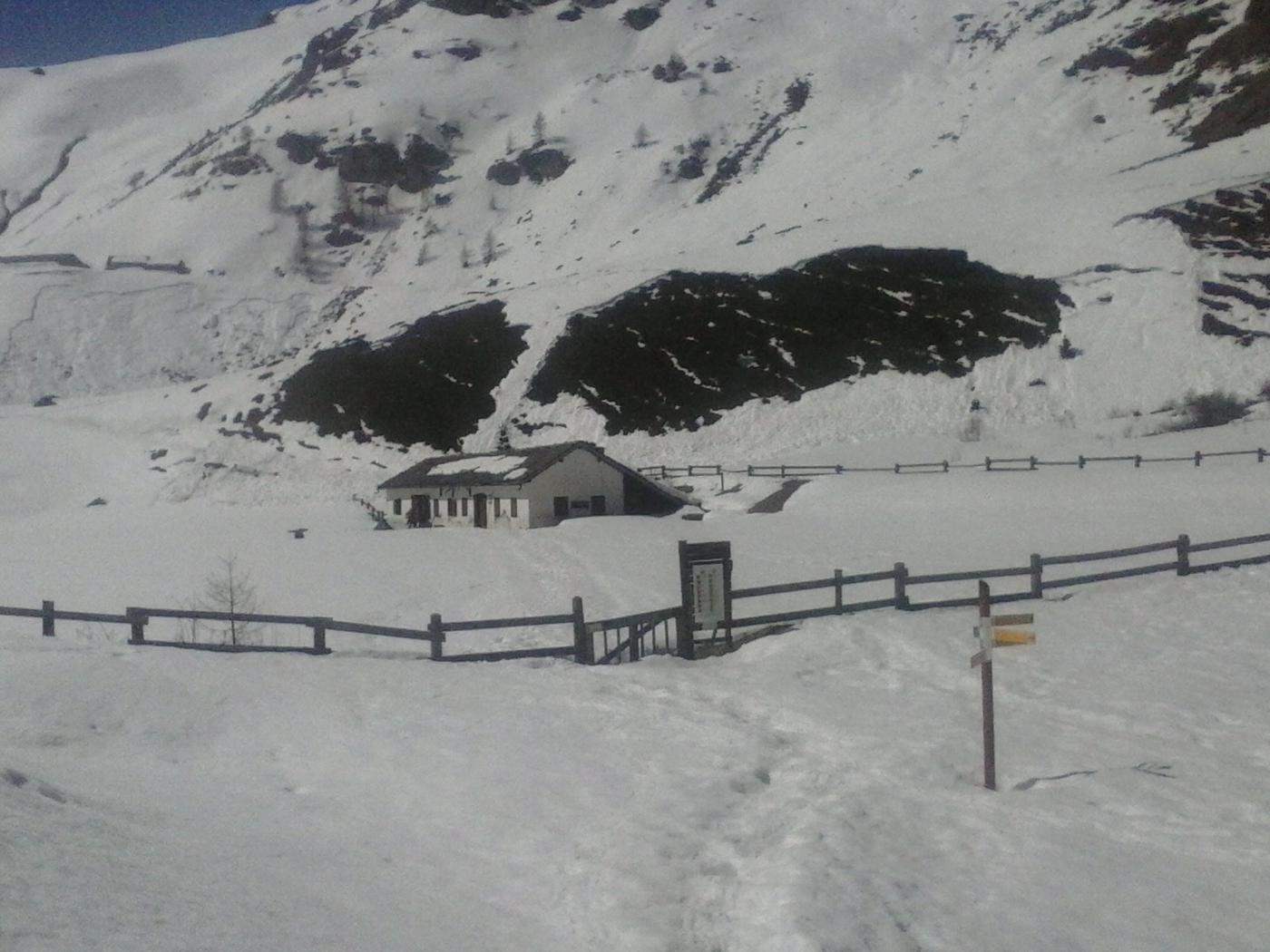 il Casotto P.N.G.P. ancora immerso nella neve...