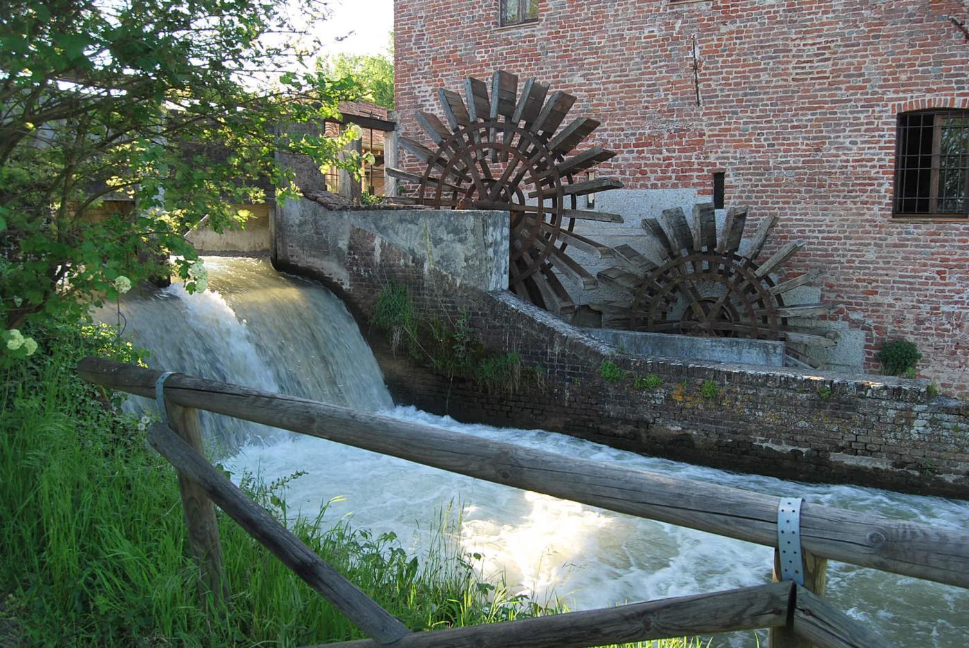 Il salto d'acqua e le ruote del mulino