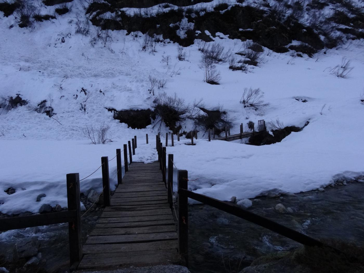 il ponte per attraversare il torrente