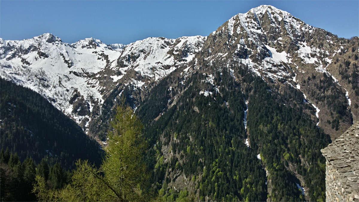 Panorama dall'Alpe Camino verso il corno di Scarpignano