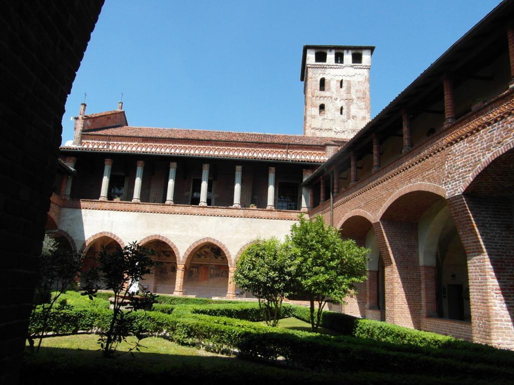 Chiostro dell'abbazia dei SS. Nazario e Celso