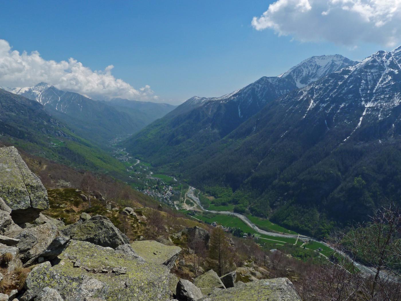 Splendido panorama sulla Val Grande durante la discesa