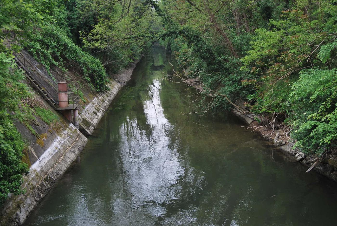 Il Naviglio Sforzesco, dopo la presa del Canale Conti, si dirige verso il centro di Vigevano