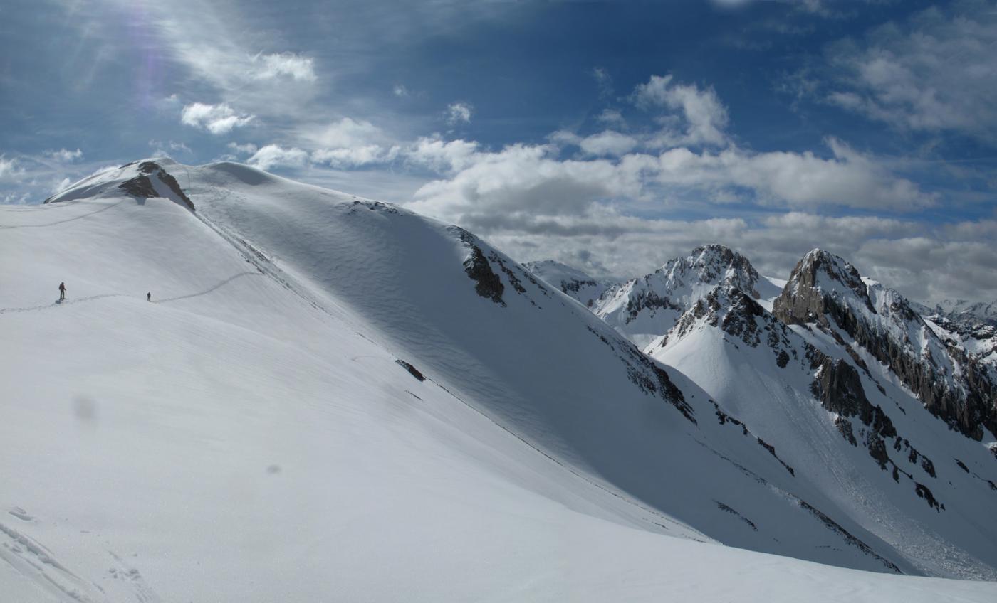 Il traverso sotto l'ultimo risalto con il Monte Salè in evidenza