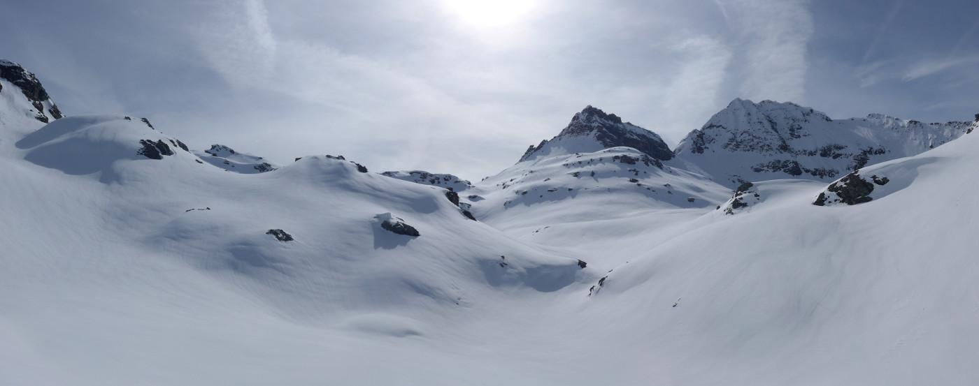 al centro il passo Zube ed il vallone che lo raggiunge, a dx la Strahling