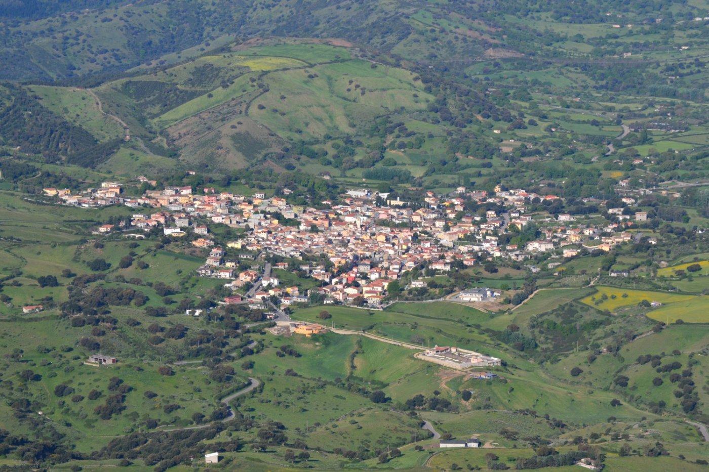 il paesino di Lula visto dalla cima