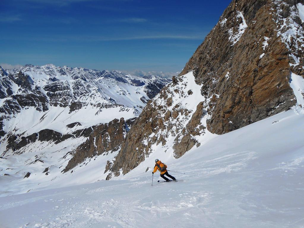Lato italiano con ottima neve, in alto...
