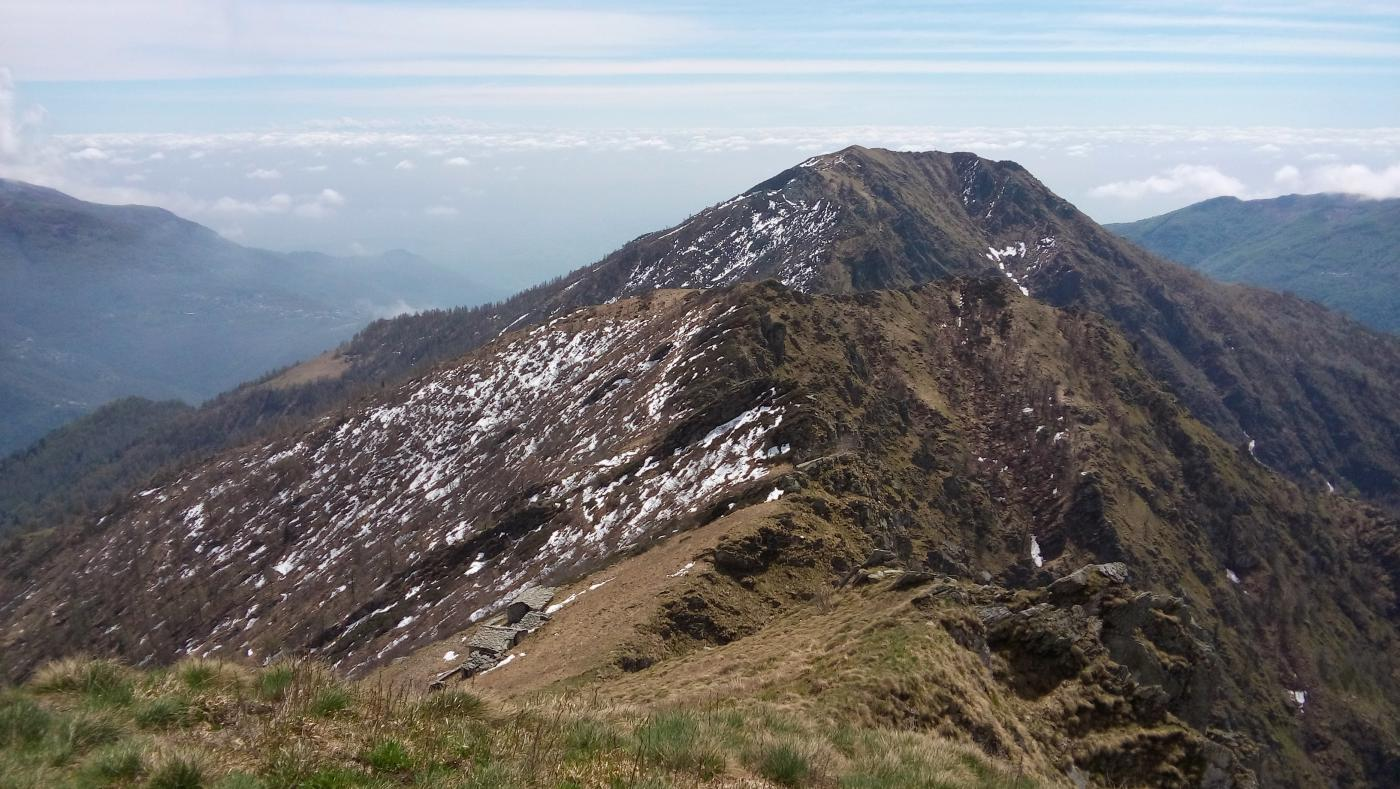 la dorsale percorsa dalla punta Arbella vista da L'Uja
