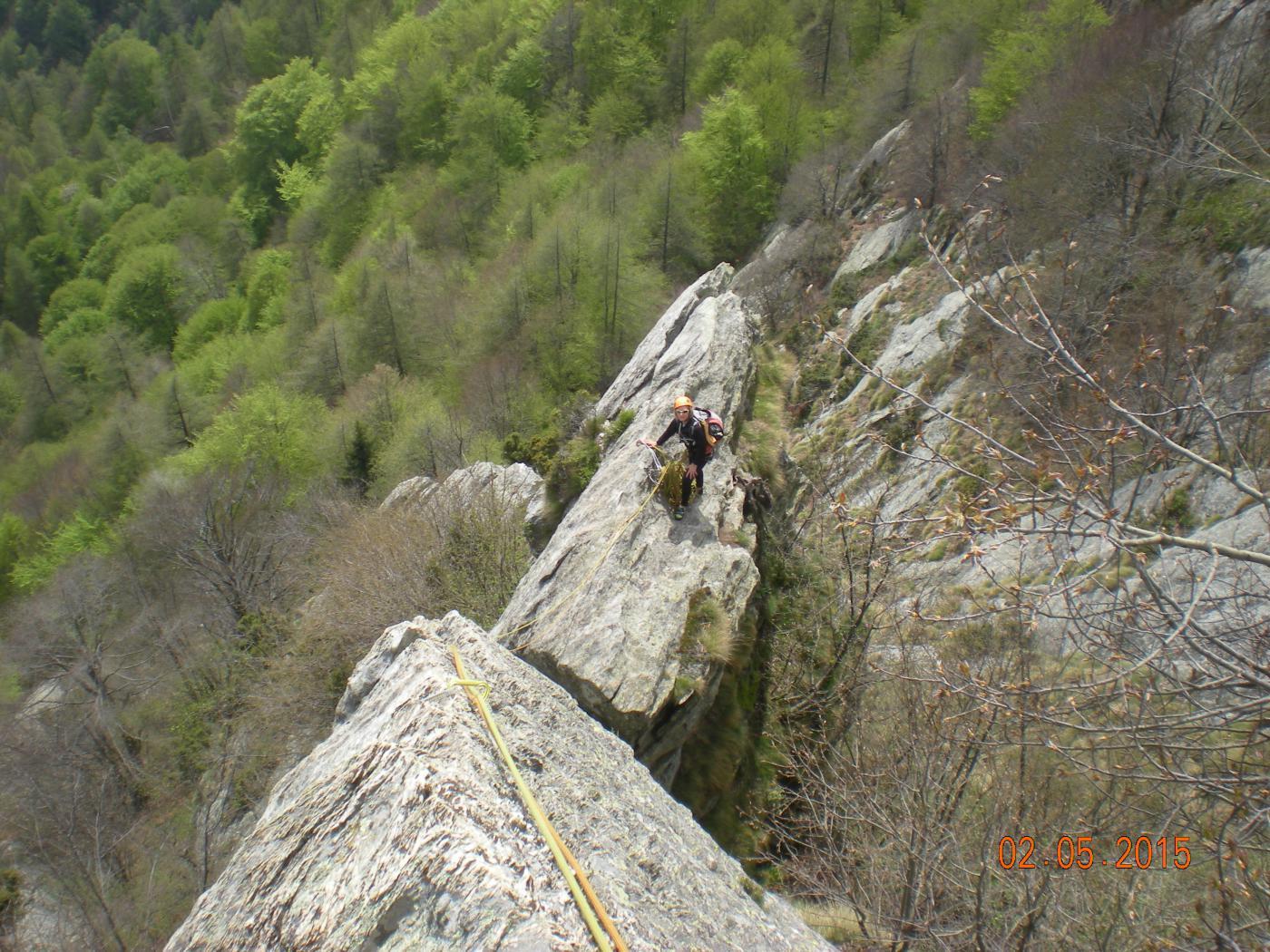 la sosta del quinto tiro dall'alto (arrampicata facile ma su spigolo aereo)