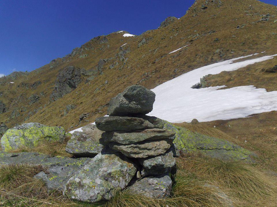 neanche gli ometti; ultimi 100m neve sul sentiero