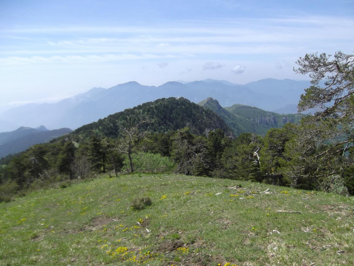 il panoramico crinale verso il Roche Fourquin.