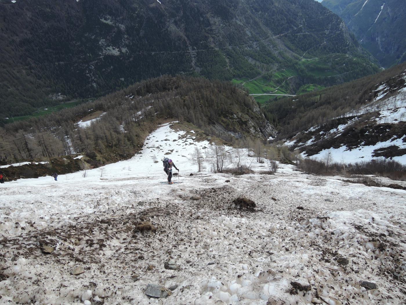 prima neve, con valanghe sporche di detriti