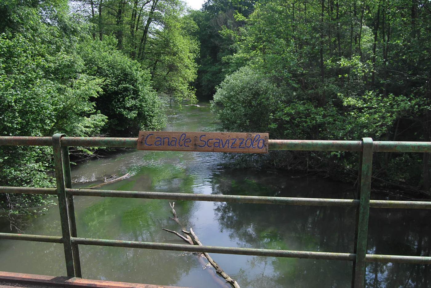Sul ponte del Canale Scavizzolo, ormai quasi a Bereguardo