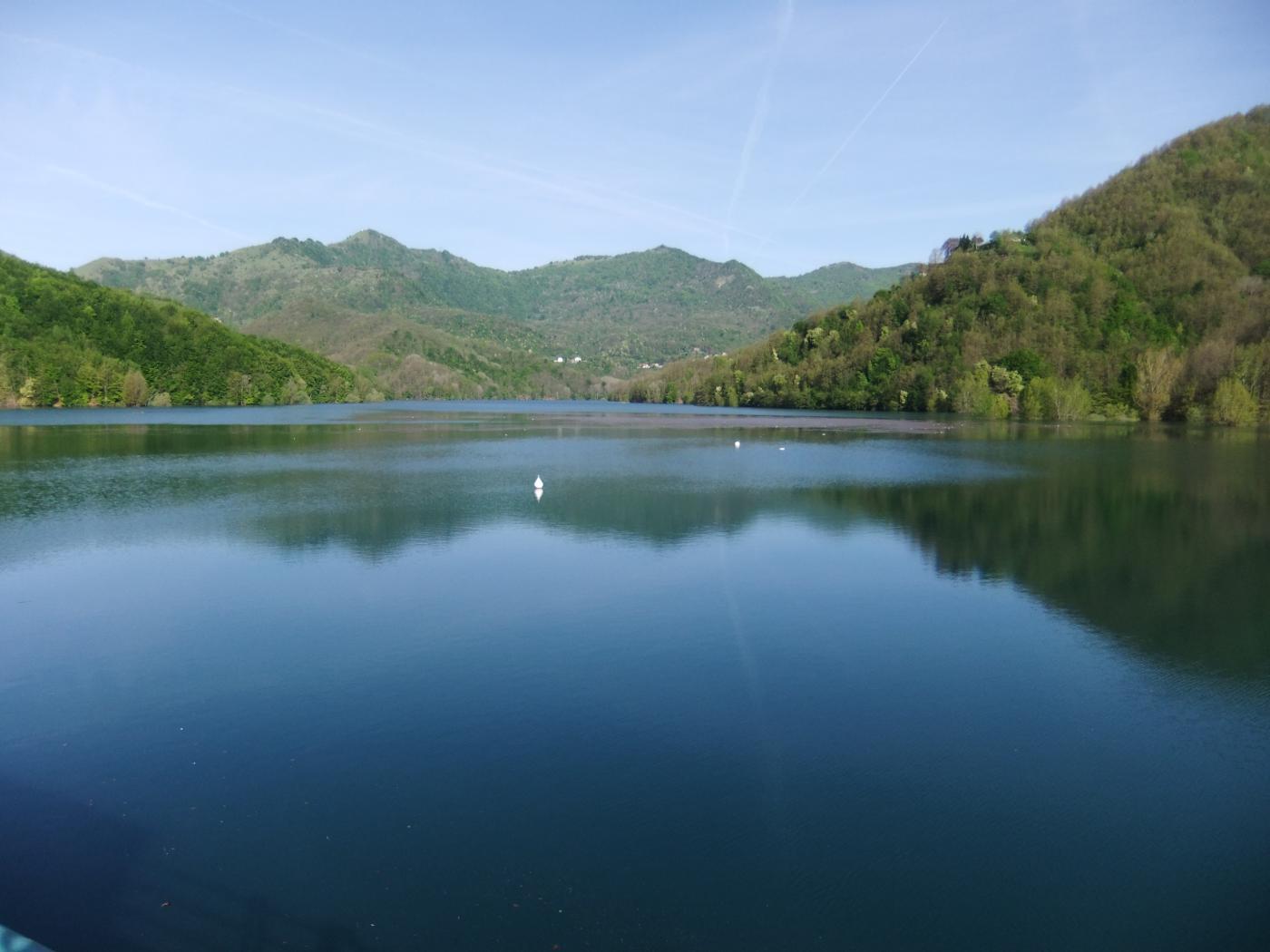 Il lago visto dalla diga