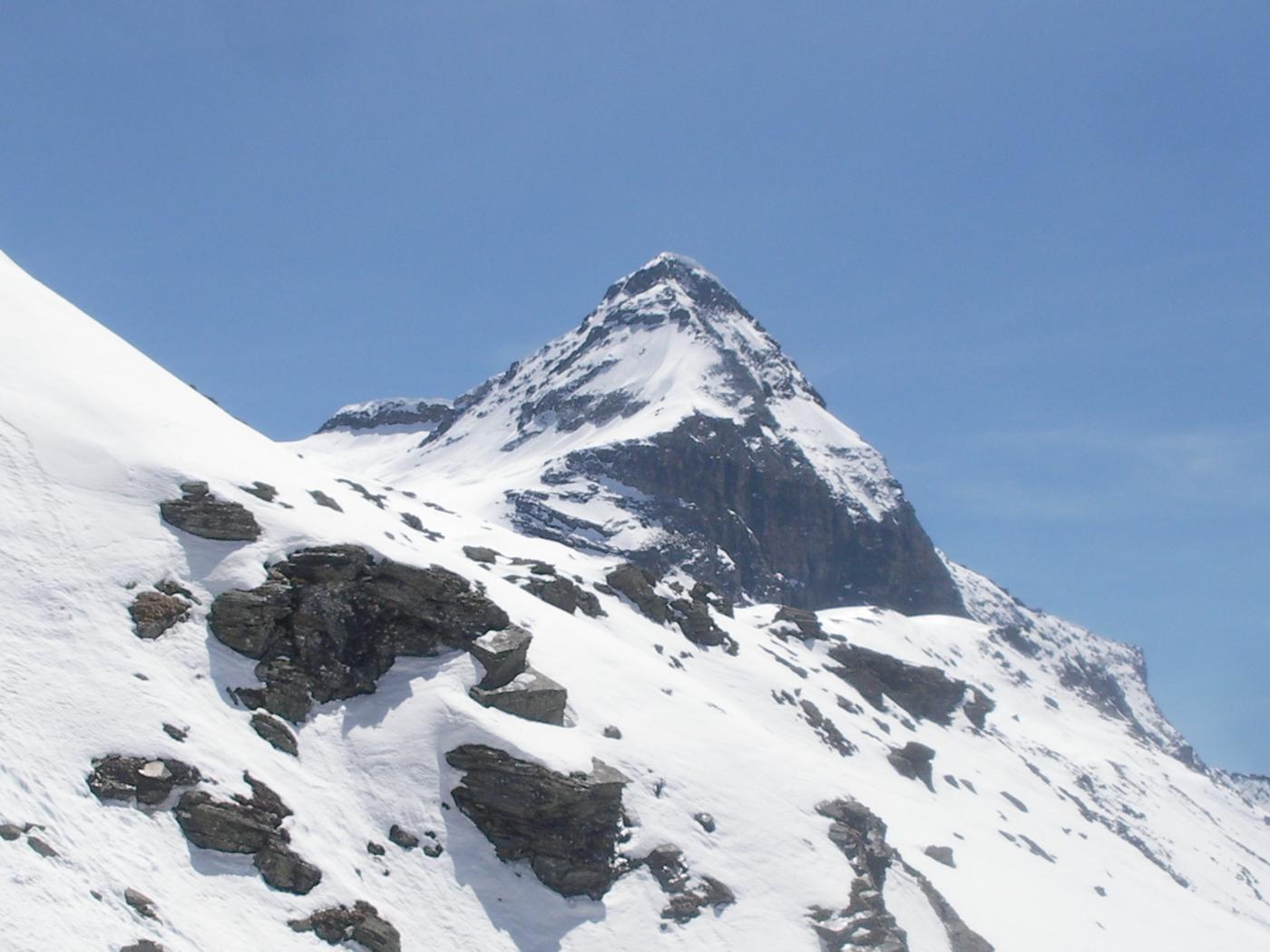 ancora un immagine zoommata del Pizzo Scalino dai pressi del Passo di Campagneda..